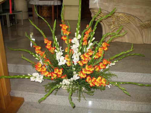 #kwiaty #mieczyki #kościół #gladiole #bukiety