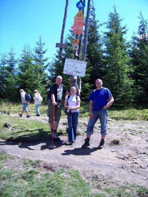 Ja z Romkiem i Ola pod oficjalnym punktem Szyndzielnia 1026 m