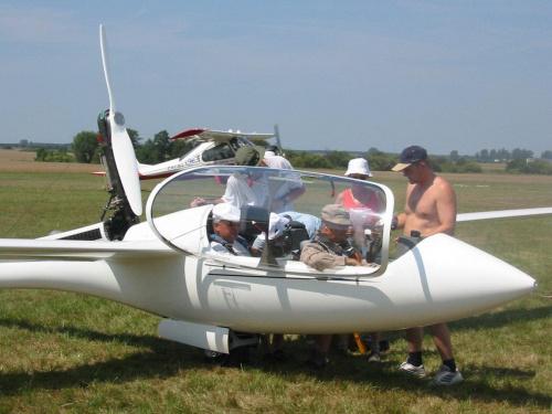 przygotowania do startu - szybowcowe MŚ w Lesznie 2003 #szybowiec #samolot #lotnisko #sport #szybowce #aeroklub #leszno #mistrzostwa #lotnictwo #latanie
